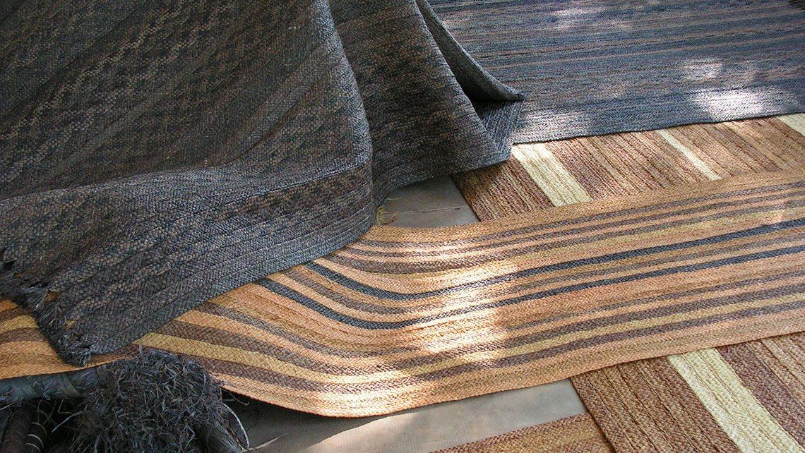 tapis en rafia bleu et blond fibre naturel Codimat