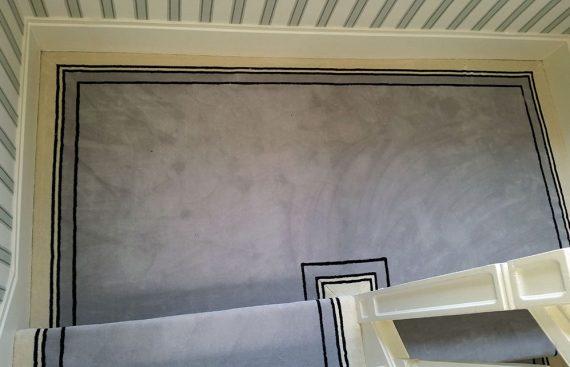 Moquette grise uni bordure noire