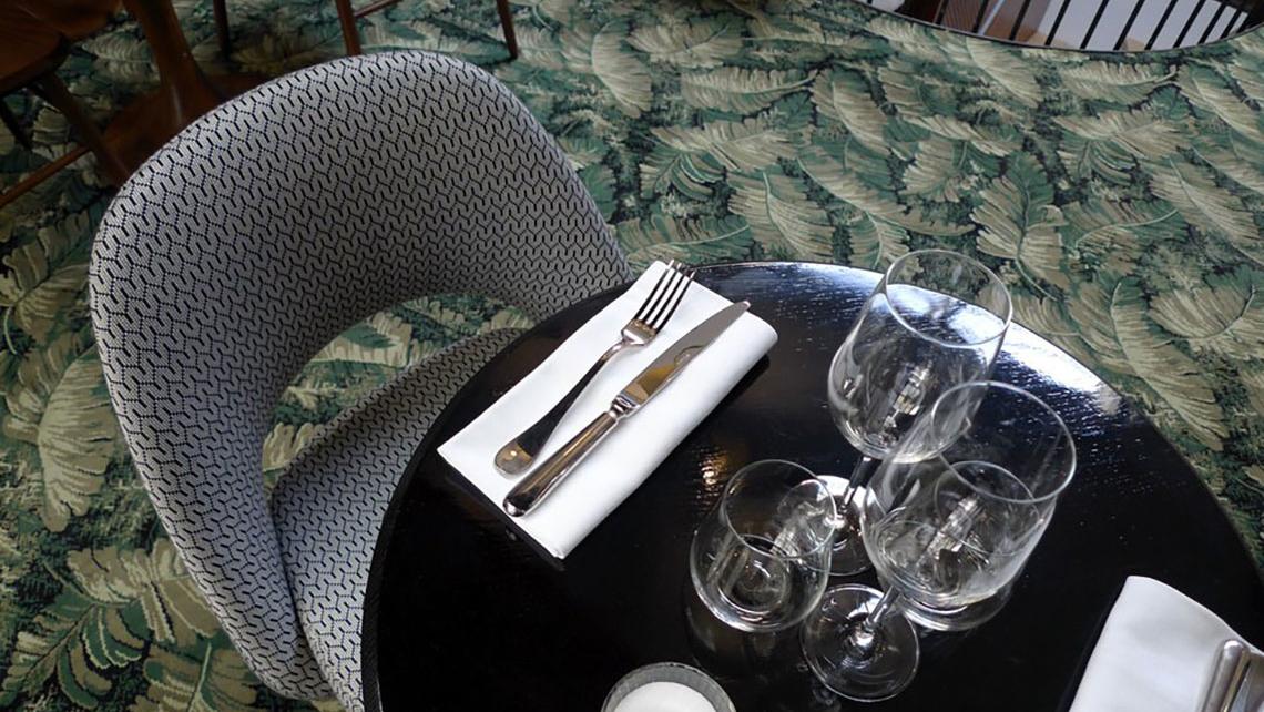 Daroco restaurant d coration francesca errico moquette for Moquette bleu canard