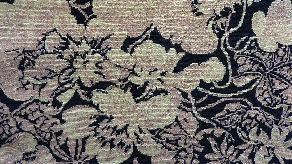 moquette motif fleurs blanche