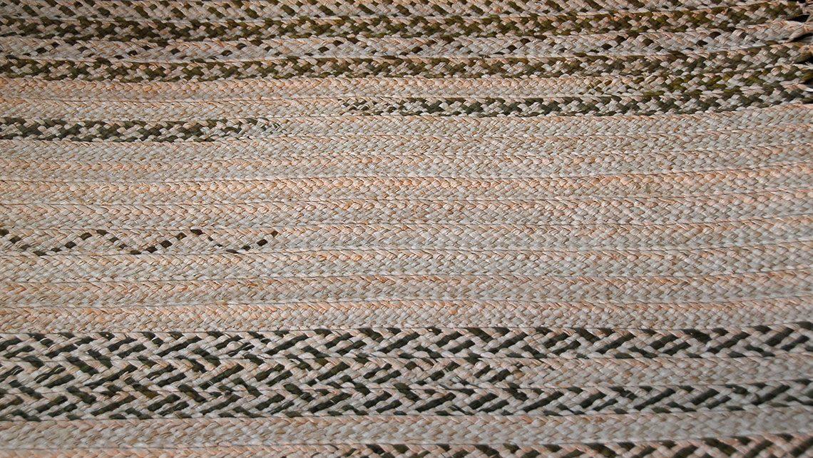 tapis en rafia noir et blanc Codimat