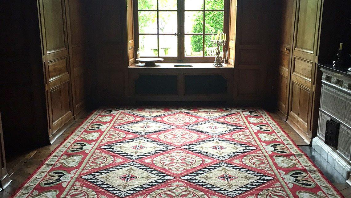 tapis point portuguais rouge
