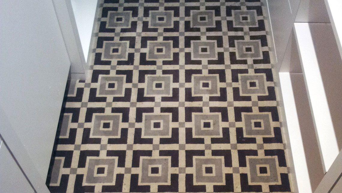 Moquette motif géométrique noir et grise