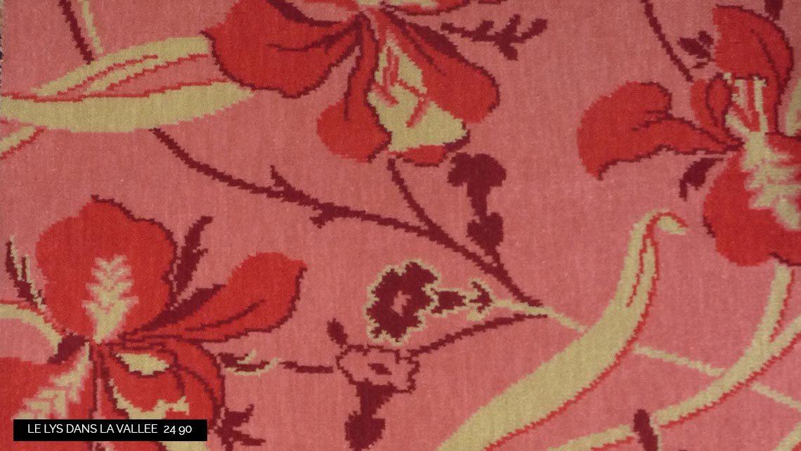 moquette motif fleurs iris rose