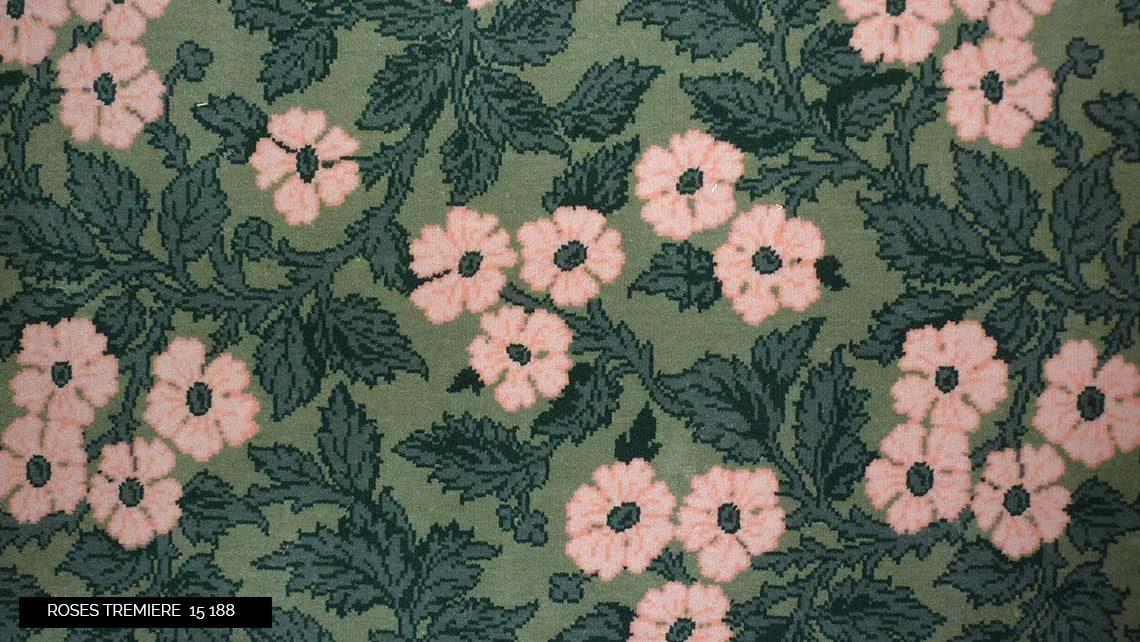 moquette motif fleurs rose