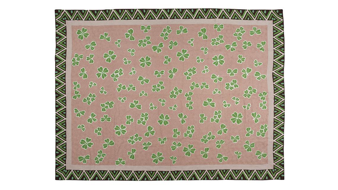 Tapis gris et vert motifs trèfles codimat